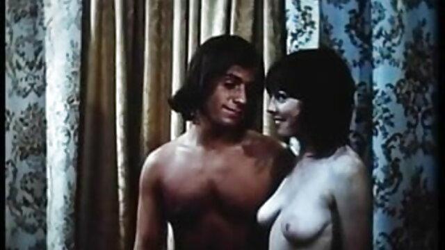 لپیٹ لڑکی پر سکس با دختر از پشت بیچ