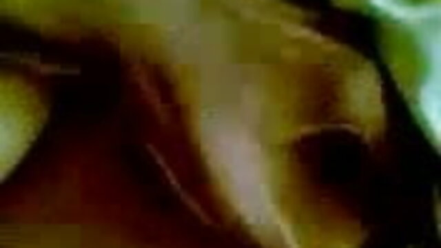 جولیا cums بیٹھے اس کے چہرے پر, 18 سال کی عمر سکس هم جنس باز زن میں لاحق 69
