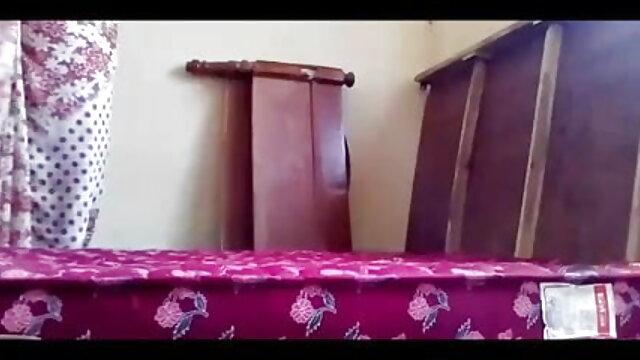 Dura انسان گدا سکس با پای دختر چاٹنا