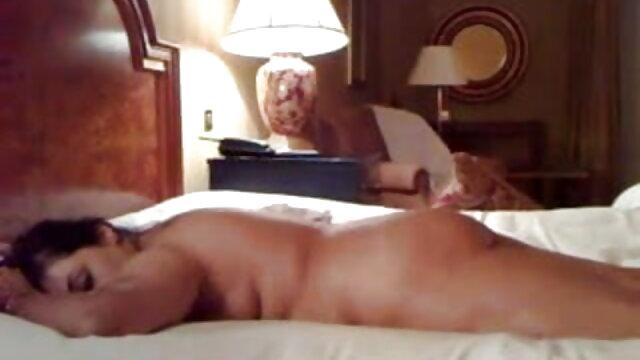 نرس کرتا معمول کے مطابق اس کی فیلمهای سکس مقعدی بیٹی کے باتھ روم میں